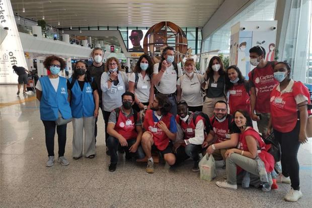 Il gruppo di operatori che hanno permesso l'ingresso dei 45 profughi - Caritas italiana