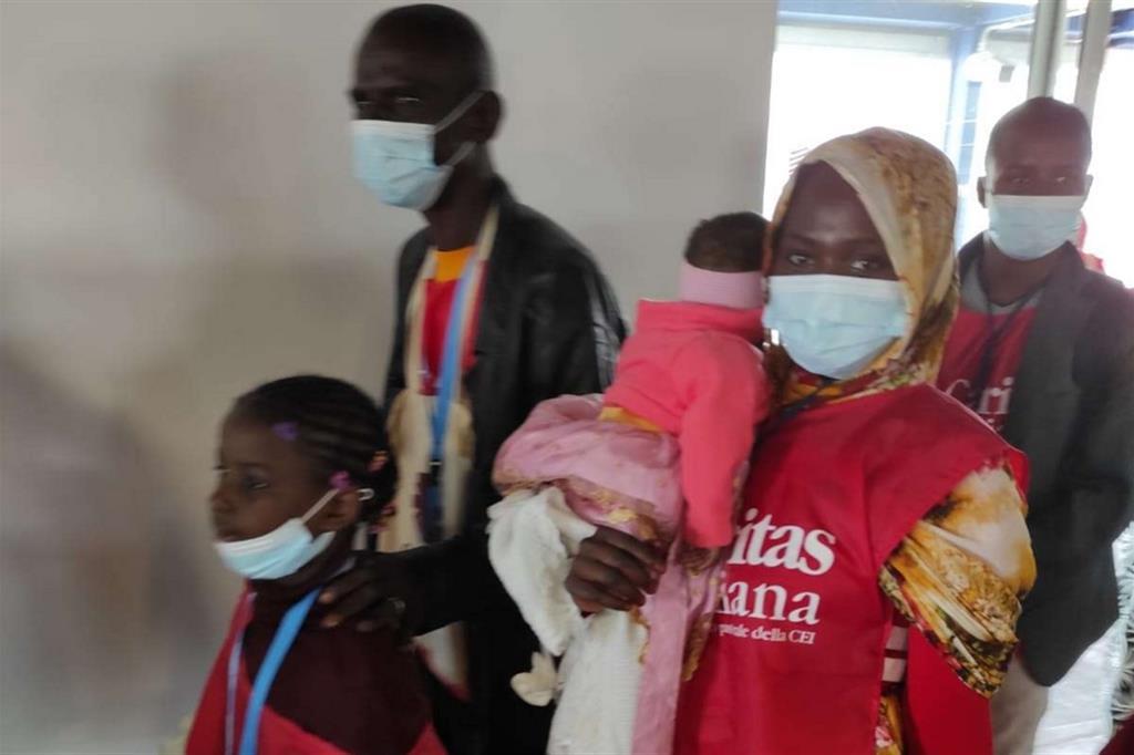 Alcune famiglie appena atterrate a Fiumicino - Caritas italiana